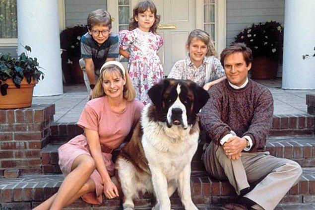 """1. Anne ve babaya """"Nooolur biz de alalım"""" diye yalvartan St. Bernard köpekli film: Beethoven"""