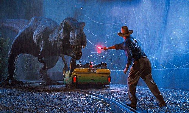 15. Evin balkonundan bile bir dinozorun kafasını uzatıp içeri gireceğine ciddi ciddi inandığımız Jurassic Park