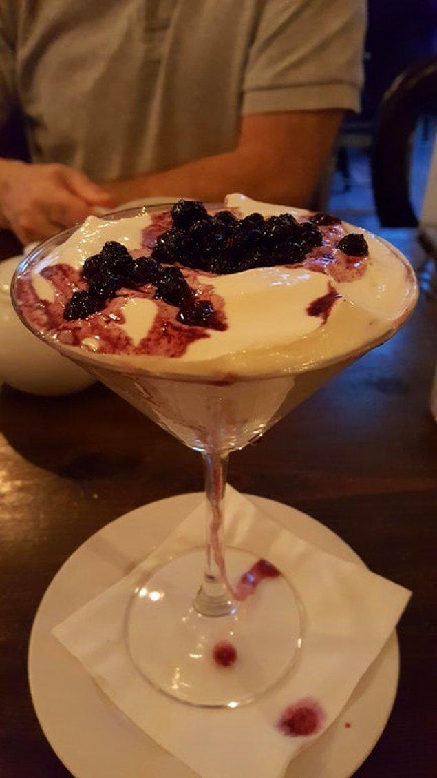 6. Cheesecake, martini bardağında sunulursa