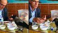 Masasına Konan Kargayla Yemeğini Paylaşan Güzel İnsan