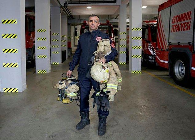 Fatih'te 27 Nisan Cuma günü bir otelde çıkan yangını söndürmeye giden itfaiye grubunda görevli Taner Çebi, yangını söndürmek ve yaralıları tahliye etmek için canını ortaya koydu.