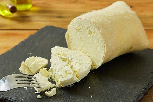 2. Yağlı tulum peynirine bitkisel yağ ve nişasta; yağlı eritme peynirine bitkisel yağ karıştırılıyor.