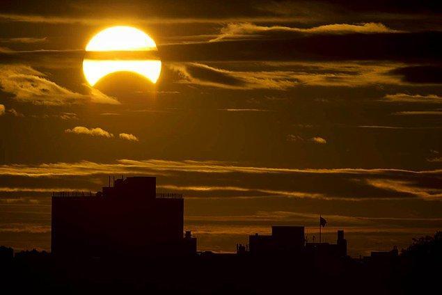 Güneş'in dev bir yıldıza dönüşerek gezenimizdeki hayata son vermesi (Oran: (1'e 1)