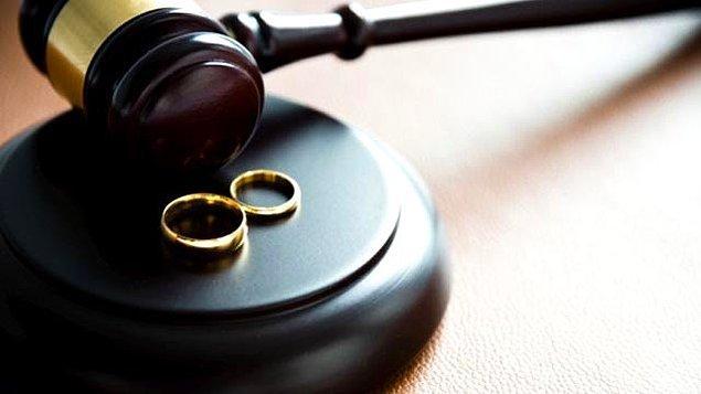 Hem boşanma hem tazminat