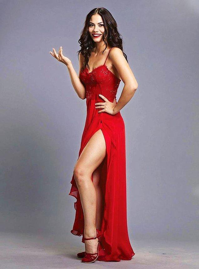 2. Demet Özdemir'in ten rengine bu elbiseyi çok yakıştırdık. 😇