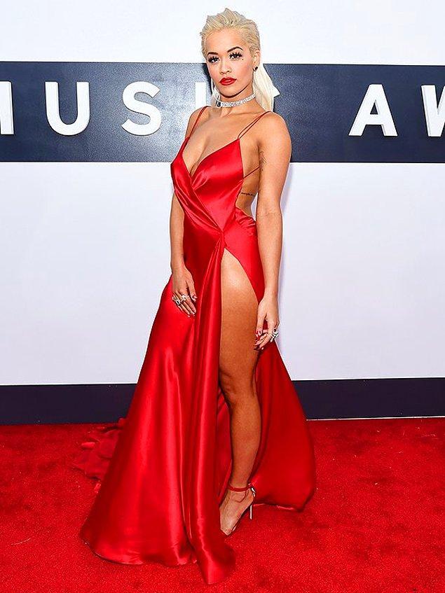 14. Rita Ora da cesaret kelimesinin vücut bulmuş hali. Ortalığı yakıyor. ❤️