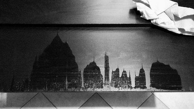 7. Su döküldüğü için açılan masa eklentisinde beliren şehir görüntüsü