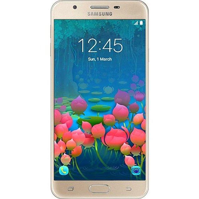 1. Kocaman ekranıyla gözlüksüz de telefona bakmak isteyen anneleri çok sevindirecek Samsung Galaxy J7 Prime