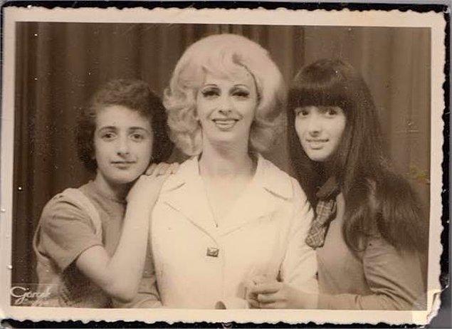 """E tabii, sonuçta o Türkiye'nin gelmiş geçmiş en mükemmel kadınlarından biri olan """"Deli Aysel""""in büyük kızı."""
