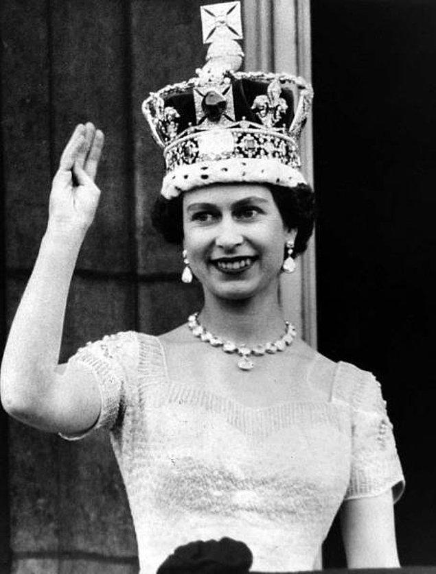 3. İkinci Dünya Savaşı boyunca Kraliçe II. Elizabeth makinistlik ve sürücülük yaptı.