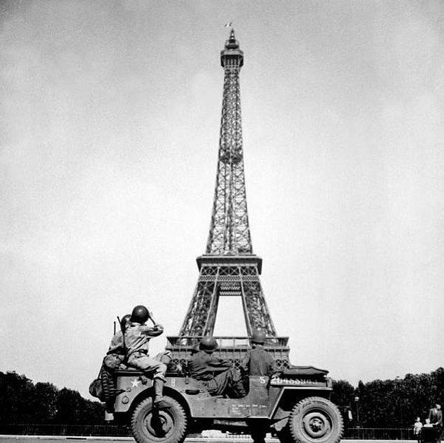 10. İkinci Dünya Savaşı sırasında Hitler Paris'i ziyaret etmek istedi. Bunun üzerine Fransızlar, Eyfel Kulesi'ne çıkıp Paris'i tepeden görmek isterse tırmanmak zorunda kalsın diye kuleye çıkan kabloları kestiler.
