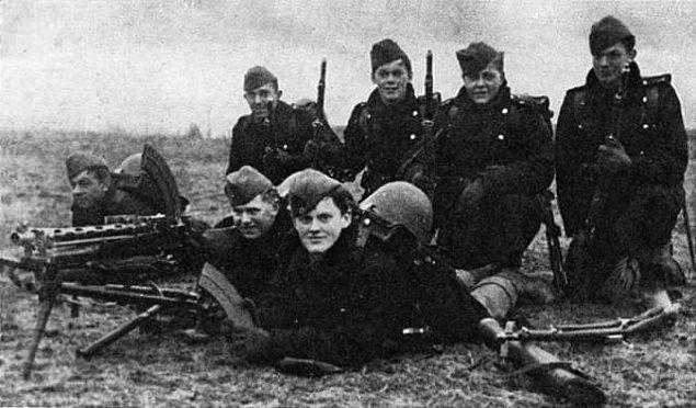 17. Savaş bittiğinden beri Almanya'da her gün yaklaşık 15 bomba bulundu ve yılda yaklaşık 5500 bomba kazılıp, imha edildi.