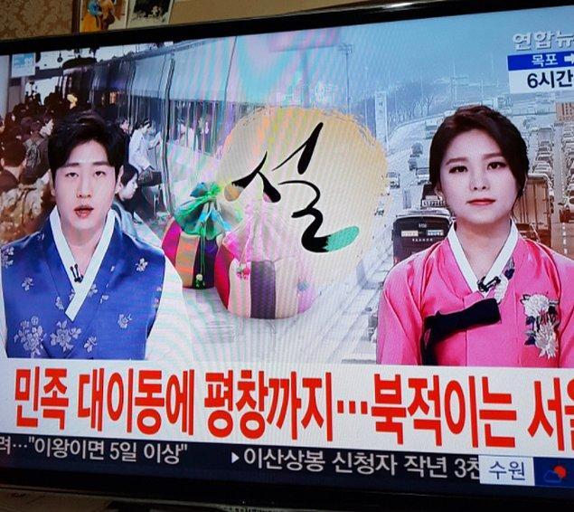 5. Kore takvimine göre yılbaşında televizyon sunucuları geleneksel kıyafetler giyer.