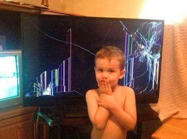 1. İlk olarak bu çocuk var, bu olaydan sanıyoruz ki sonsuza kadar televizyon izlemesi yasak.