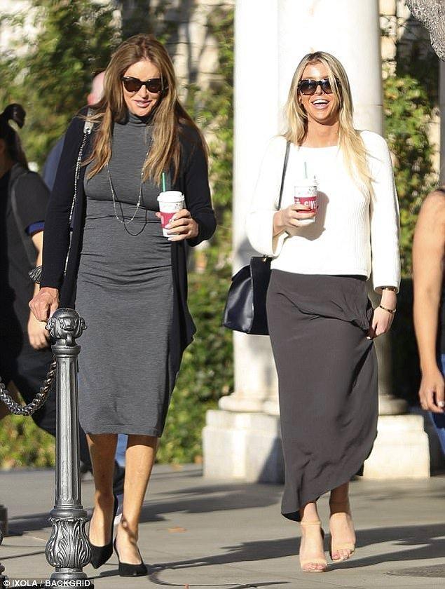 Ancak cinsiyet değiştirme haberleri ilk çıktığında da aynı şekilde yalanlanmıştı, bu sebeple insanlar Caitlyn Jenner'ın kızı yaşındaki Sophia ile 4. evliliğini yapacağından emin.