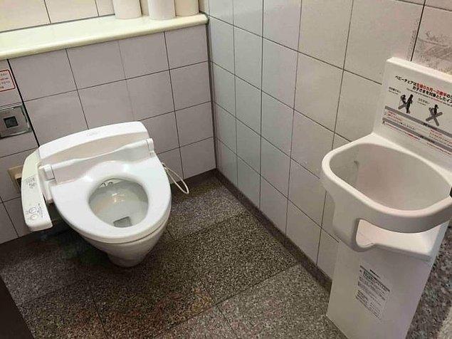 9. Çocuklarınız güvendeyken işinizi rahatlıkla görebilin diye tasarlanmış bir tuvalet!