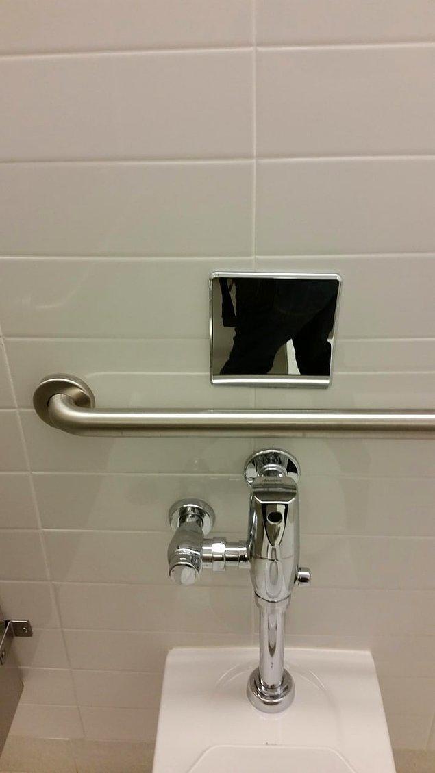 14. Tuvaletin tam üstüne konan küçük aynalarla arkanızı kolaylıkla kontrol edebilirsiniz!