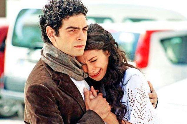 Sinema ve dizi setlerinde figüranlık yapan Fatma Elif Develi 'Ömre Bedel' dizisinin setinde sıcak nedeniyle kalp krizi geçirdi ve hafızasını kaybetti.