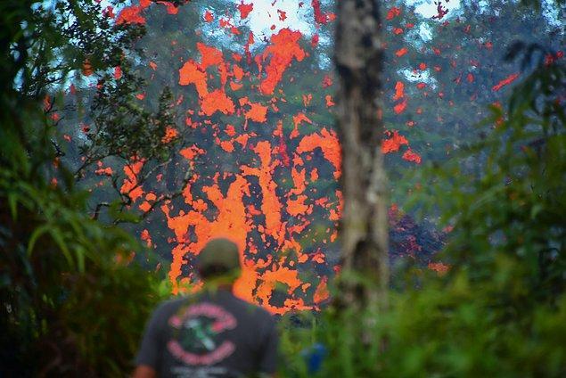 Yetkililer, Leilani Estates bölgesinde 26 evin yıkıldığını, 4 yapının lav altında kaldığını açıkladı.