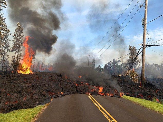 Patlamadan sonra lavların 36 bin metrekarelik bir alana yayıldığı ifade edildi.