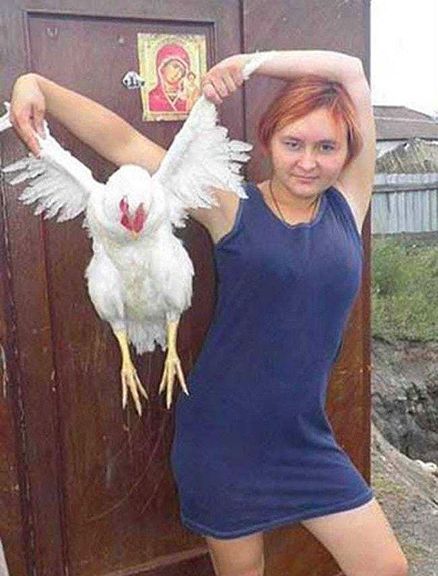 16. Bu kadın için fazla mı tavuksunuz?