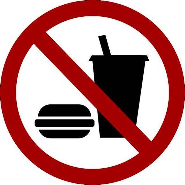 2. Eğer hiç yemek yemezseniz, vücudunuz dışkı üretmeye devam eder. Yemek ise sadece bu düzenin bir parçasıdır. Diğer kısımlarsa vücudunuzdaki su ve diğer salgılanan maddelerdir.