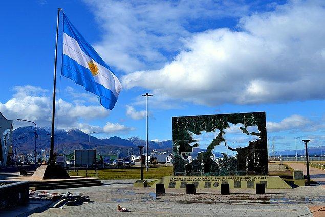 Arjantin: Üç acil faiz artırımı