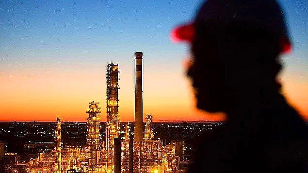 🛢📈 Brent petrolün varil fiyatı bugün 77 doların üzerine çıkarak 2014 yılı Kasım ayından bu yana en yüksek seviyeye çıktı.