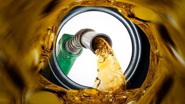 📊 Mevcut piyasa şartlarında hem benzin hem de motorinde litre bazında 15 - 20 kuruşluk zam olması gerekiyordu.