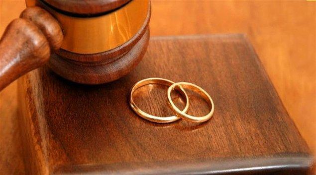 Lisede tarih öğretmeni olan E.P. (46), iddiaya göre; 2 yıl önce erkek öğrencisi ile ilişki yaşamaya başladı.
