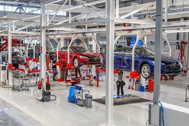 Şubat ayı itibarıyla Tesla'nın ürettiği toplam elektrikli araç sayısı 300 bini geçti.