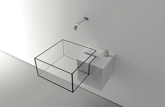 20. Mimar Victor Vasilev tarafından tasarlanmış küp şeklinde bir lavabo.