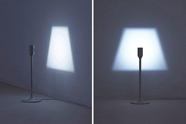 22. Kendi gölgesini yansıtıyormuş gibi duran bir lamba... 🤭