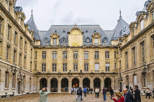 Fransa'da Türk Dili ve Türkoloji eğitimi veren iki üniversite var