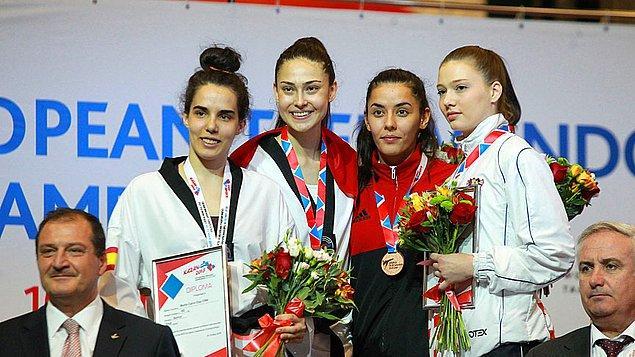 Milli sporcu, İspanyol rakibine 8-1 üstünlük sağlayarak, üst üste 2. kez Avrupa şampiyonluğuna ulaştı.
