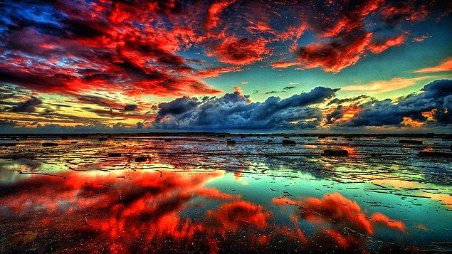 8. Güneş batarken ardından ufukların, yansır renkleri içimize doğru!