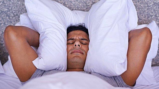 2. Fazla gürültülü bir ortamda uyumak