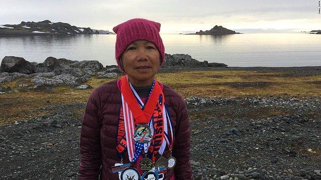 1. Independence, Missouri'de yaşayan Chau Smith isminde bir kadın, 70. yaşını kutlamak için 7 kıtada 7 günde 7 maraton tamamlamış. Evet, Antarktika da dahil!