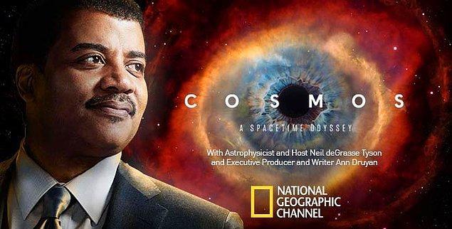 """5. Evren hakkında ne kadar bilgi sahibisin? 'Cosmos: Bir Uzay Serüveni""""nde doğal seleksiyon, bilim adamları arasında bağlantılar, kara delik, dünyanın yaşı, keşifler, ölümsüz canlılar, iklim değişikliği gibi birçok konu işleniyor. Daha ne?"""