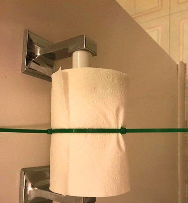 15. Kız kardeşlerinin tuvalet kağıdını kullanamaması için bu çözümü bulmuş...