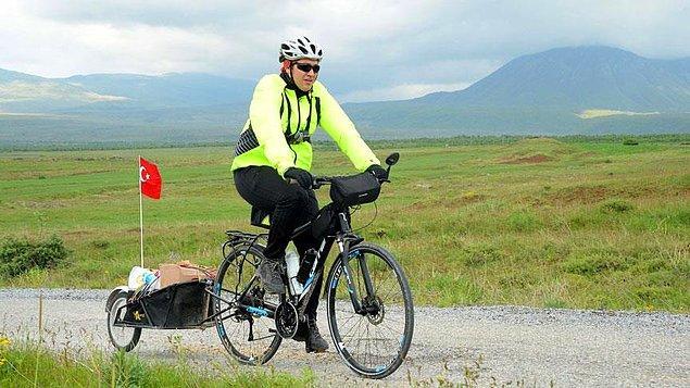 Yücel 14 ayda, bisikletinin arkasına taktığı sepetiyle 1.124 kilometre pedal çevirdi.