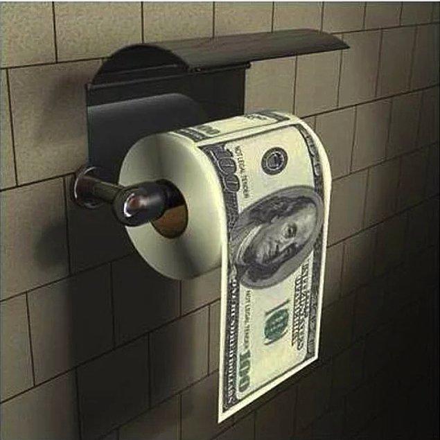 13. Tanesi 10 TL'den tam tamına 45 adet dolara benzeyen tuvalet kağıdı alabilirsiniz.