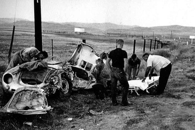 James Dean'in de öldüğü kazadan sonra parçalanmış Porsche, 1955.