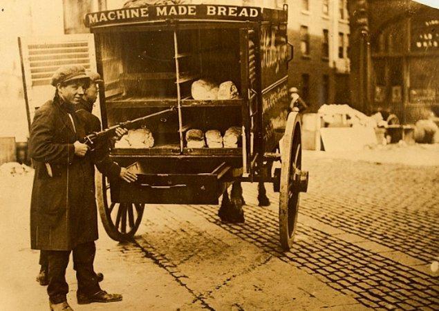 İrlanda İç Savaşı'nda bir ekmek dağıtıcısı, 1920'ler.