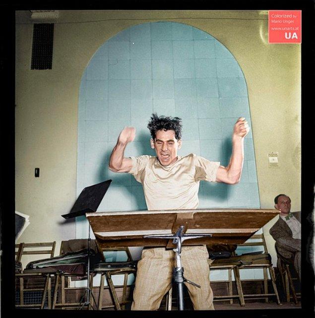 Leonard Bernstein Carnegie Hall'da, 1946.