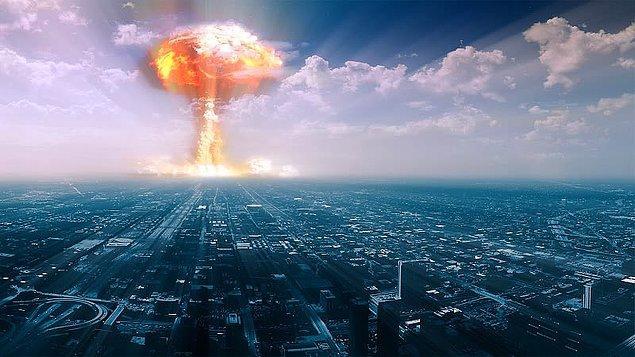 En büyük korkusu olmasa da nükleer bir savaştan korktuğunu fakat bu tip bir olayın en azından onun yaşamı süresince etki etmeyeceğini düşünüyor.