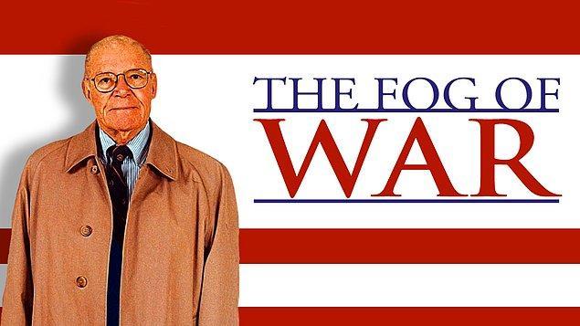 27. Oscarlı belgesel '100 Yılın İtirafları'nda Kennedy ve Johnson'ın başkanlık döneminde Amerika Savunma Bakanı olarak görev yapan Robert McNamara'nın gözünden, son 60 yıldaki Amerikan politikasını ele almasını izliyoruz. Art arda bu kadar belgeselle Amerika politikasının tüm gizli kapaklı işlerini çözeceğiz galiba.