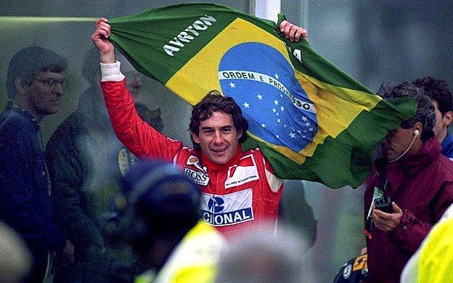 40. 3 kez Formula 1 şampiyonluğu elde etmiş  ve 34 yaşında hayatını kaybetmiş Brezilyalı efsanevi yarışçı Ayrton Senna üzerine kurulu bu belgesel 'Senna'. Rakipler, düşmanlar, zorluklar ve siyasetin sporu nasıl etkilediğinin enteresan hikayesini izleyeceksiniz.