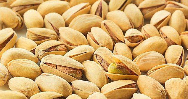 9. Antep fıstığı da fazla tüketilmediği sürece, içindeki iyi yağlar ve protein sayesinde vücuda iyi gelecektir.
