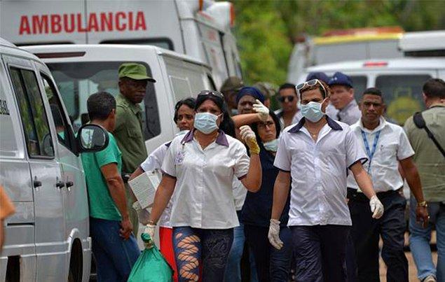 Küba'nın resmi gazetesi Granma, 113 kişinin bulunduğu düşen uçaktan sadece 3 kişinin kurtulduğunu, hastanede tedavi altına alınan bu kişilerin durumunun ağır olduğunu bildirdi.